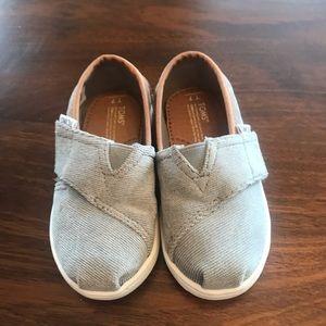 Tiny Toms size 7